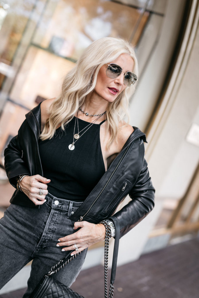 Dallas blogger wearing a black leather jacket and black skinny jeans