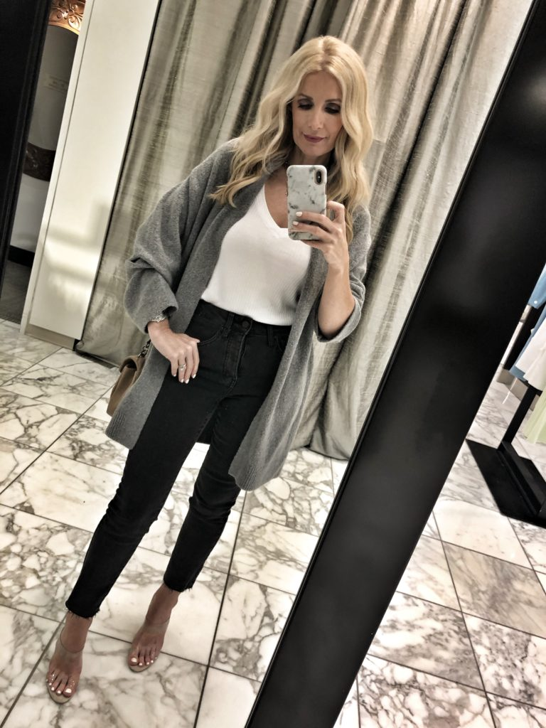 Dallas blogger wearing a Vince Cardigan and black skinny jeans