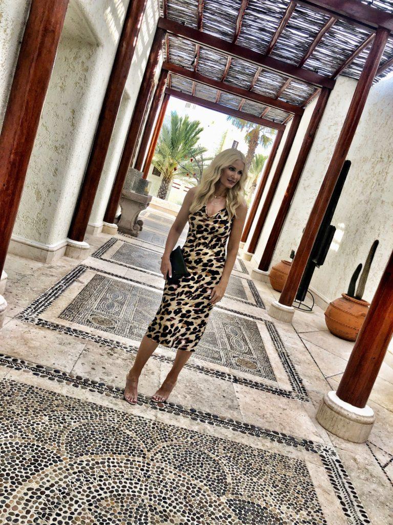 Dallas fashion blogger wearing a leopard midi dress