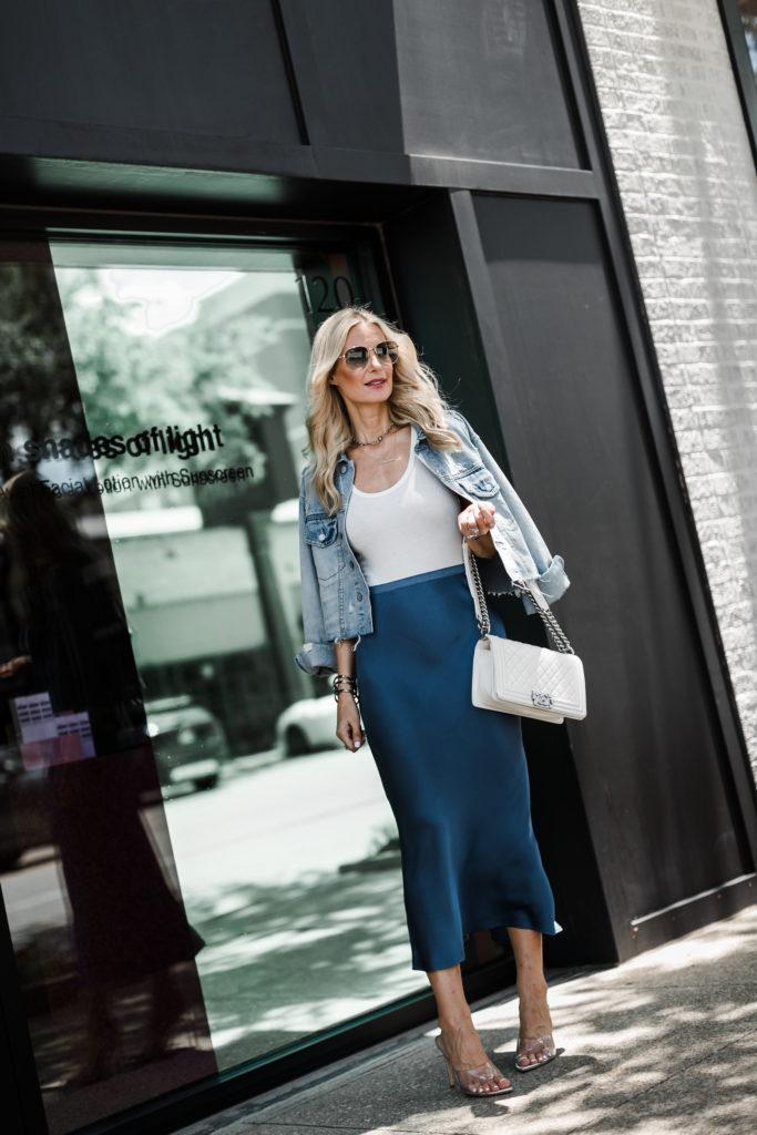 Dallas influencer wearing an Anine Bing midi skirt and Schutz heels