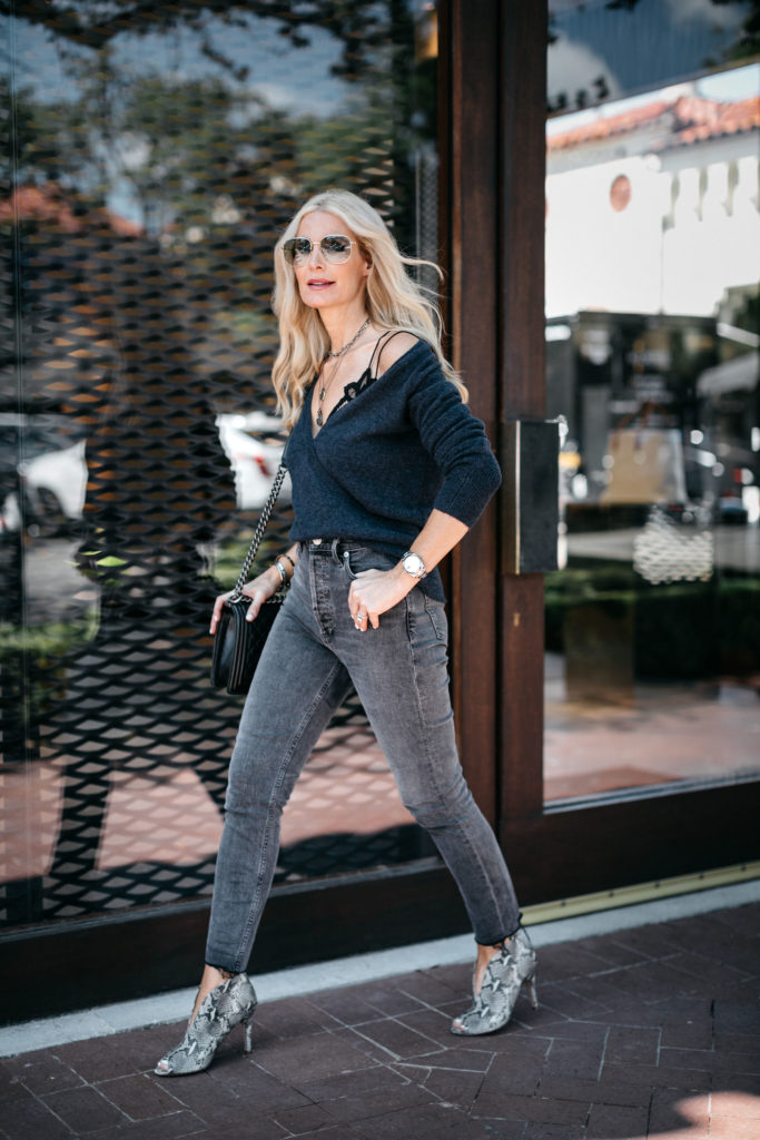 Dallas fashion blogger wearing Agolde jeans