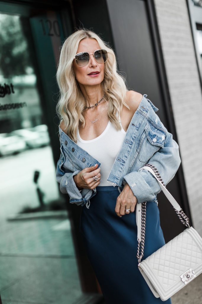 Dallas blogger carrying a white Chanel Boy Bag