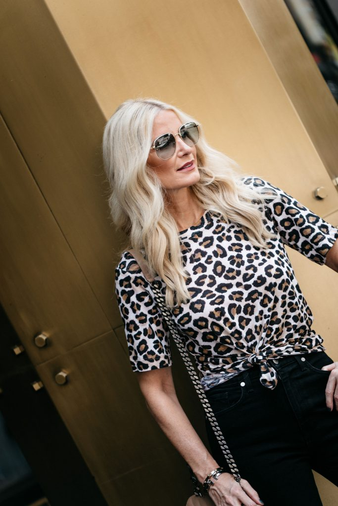 Dallas fashion blogger wearing wearing a leopard tee and black skinny jeans