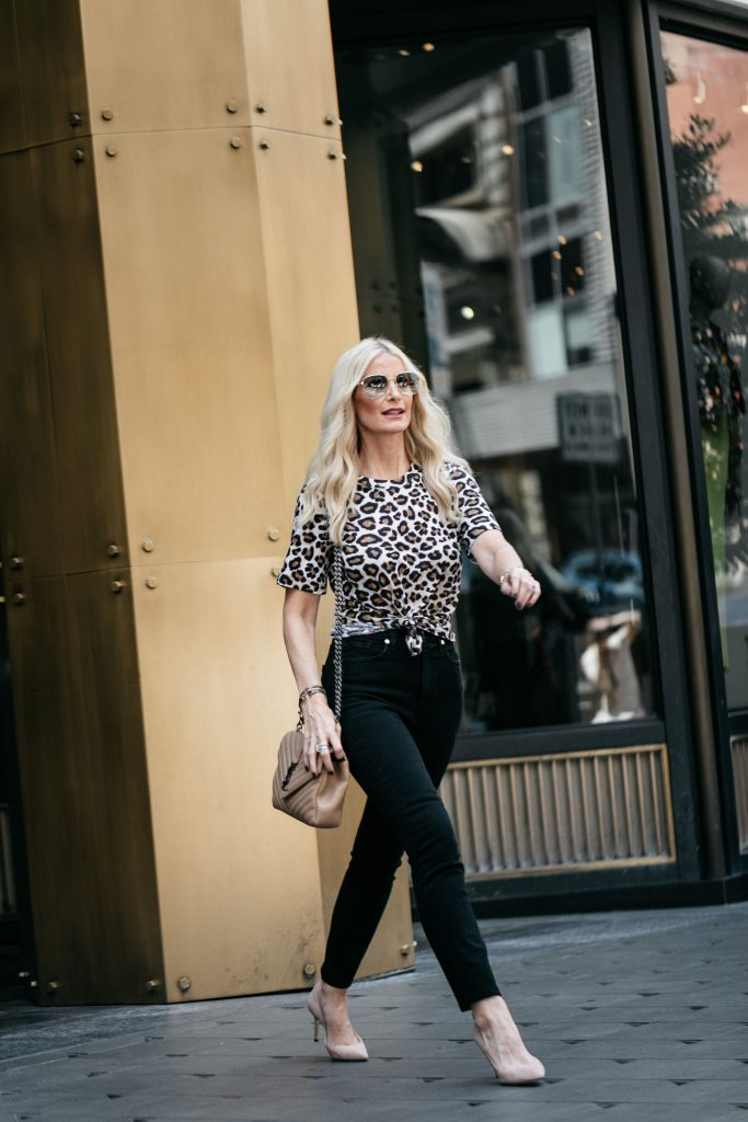 How to wear a leopard tee