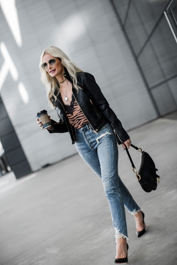 Dallas blogger wearing Agolde jeans and heels