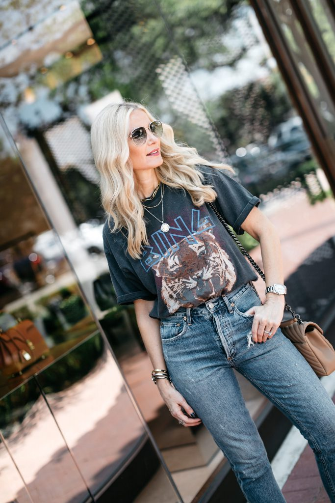 Dallas blogger wearing a graphic tee and jeans