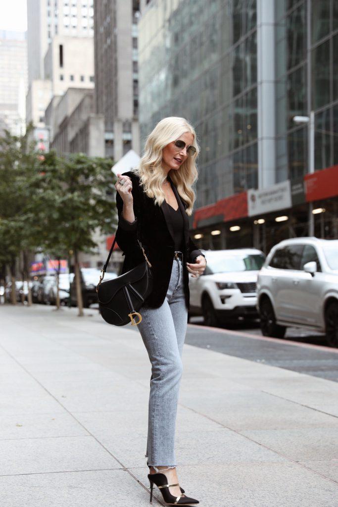 Dallas blogger at NYFW 2019 wearing Alice and Olivia blazer