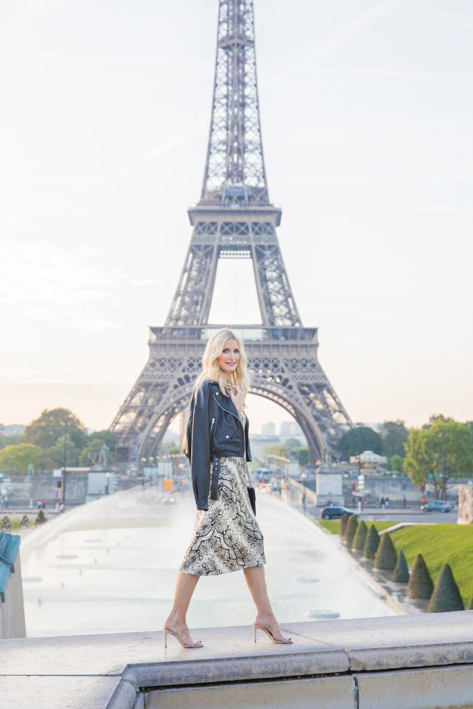 Dallas blogger visiting the Eiffel Tower