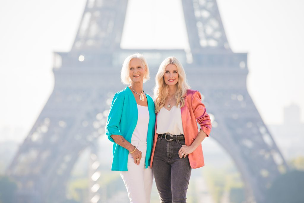Dallas blonde women visiting the Eiffel Tower