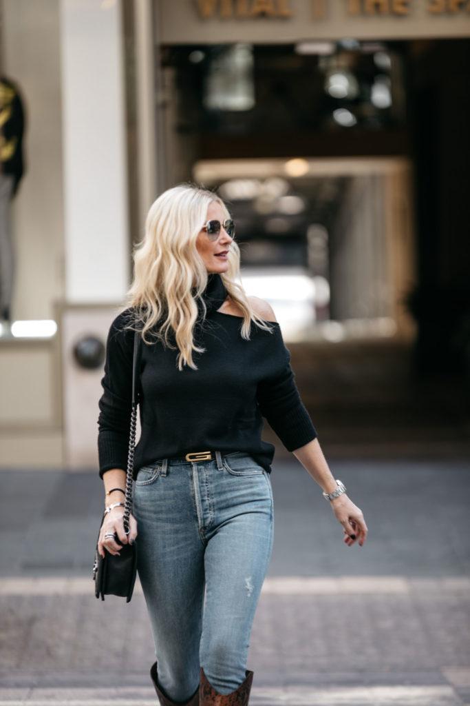 Dallas fashion blogger wearing a Gucci belt and denim