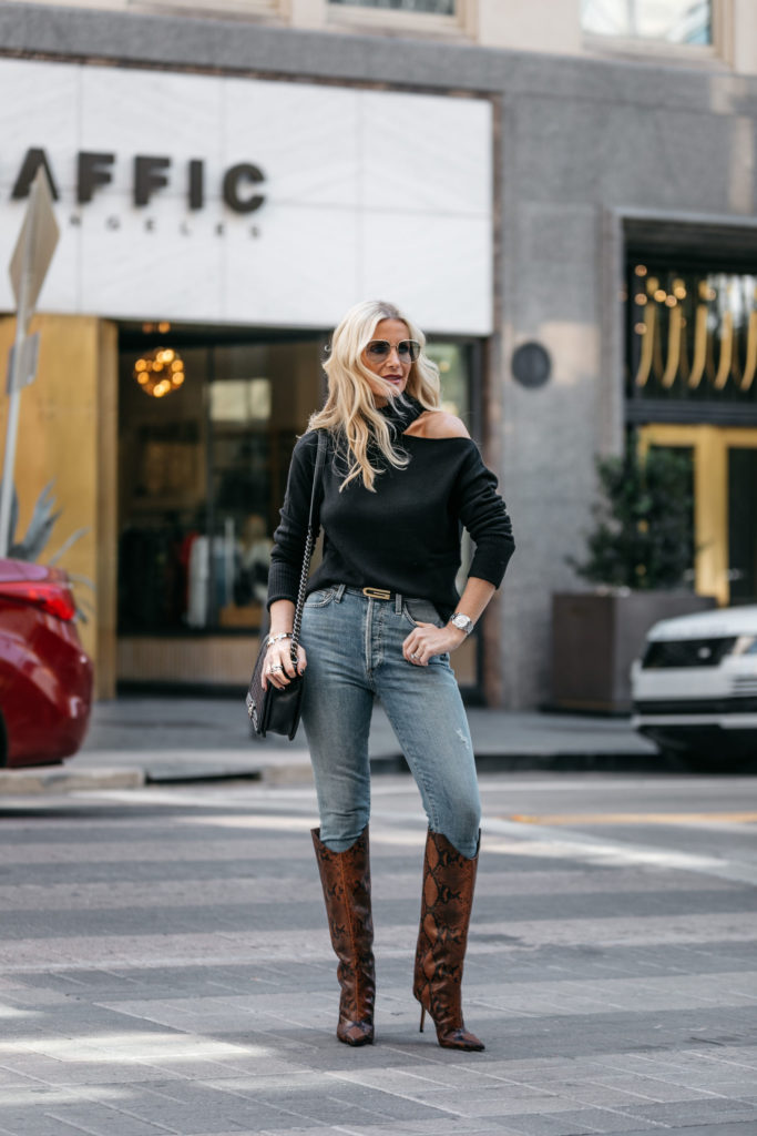 Dallas fashion blogger wearing a black sweater