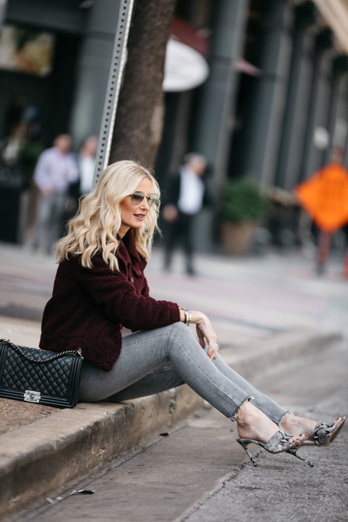 Dallas blogger wearing gray jeans by Agolde
