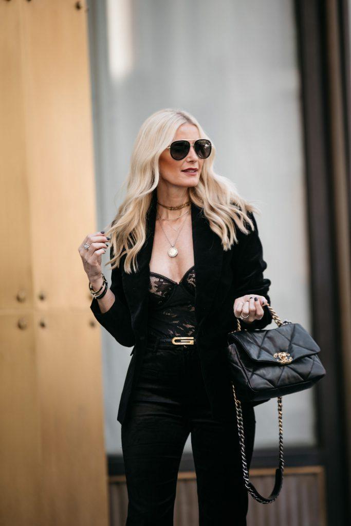 Dallas blogger wearing Gucci sunglasses and carrying a Chanel 19 handbag