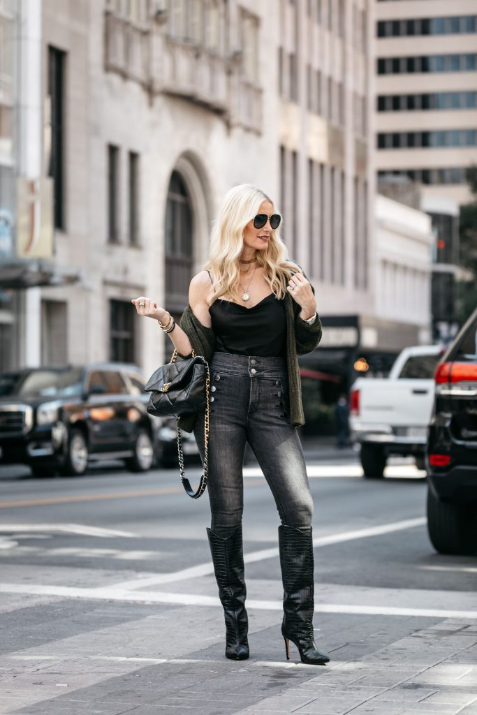 Dallas blogger wearing Express jeans
