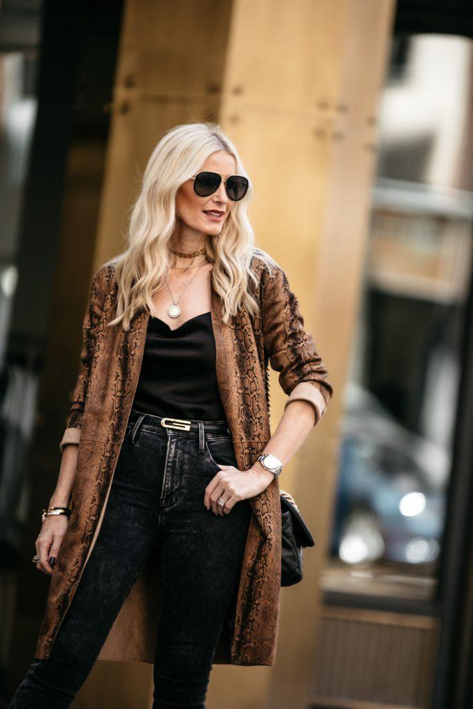 Dallas fashion blogger wearing a snake print duster