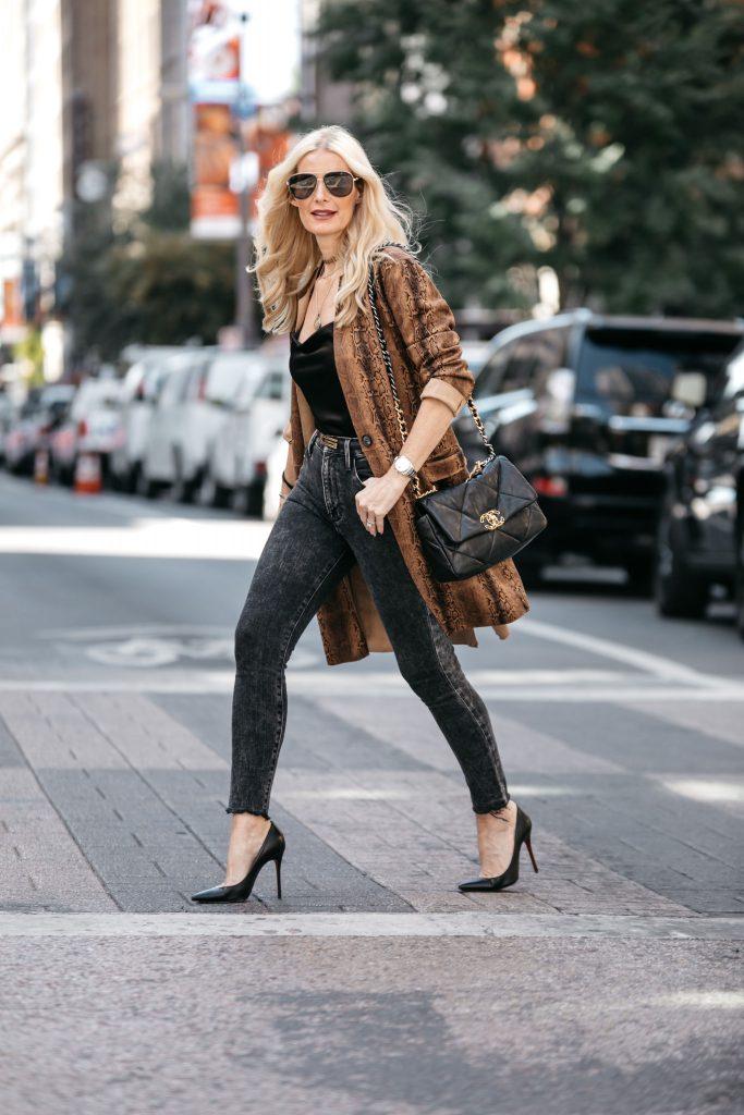Dallas blogger wearing Frame denim