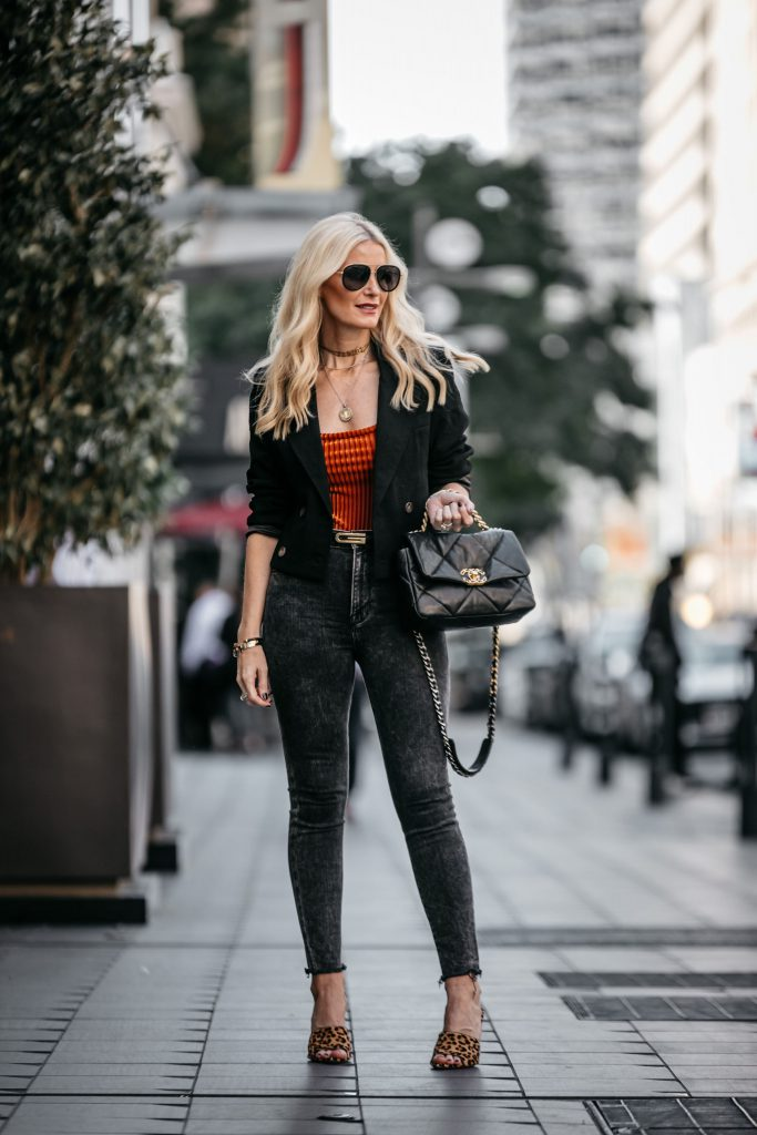 Dallas influencer wearing Frame jeans and a cropped blazer