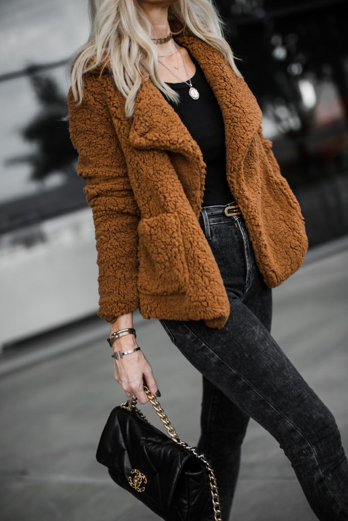 Dallas blogger wearing a BB Dakota teddy coat