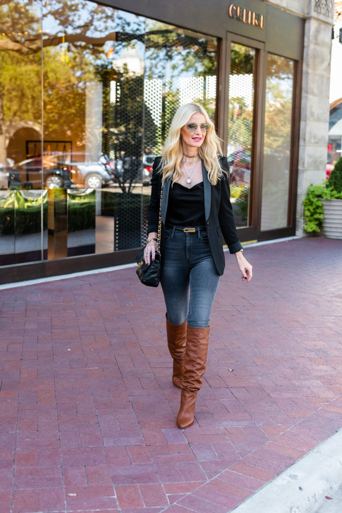Dallas fashion blogger wearing an Alice and Olivia blazer