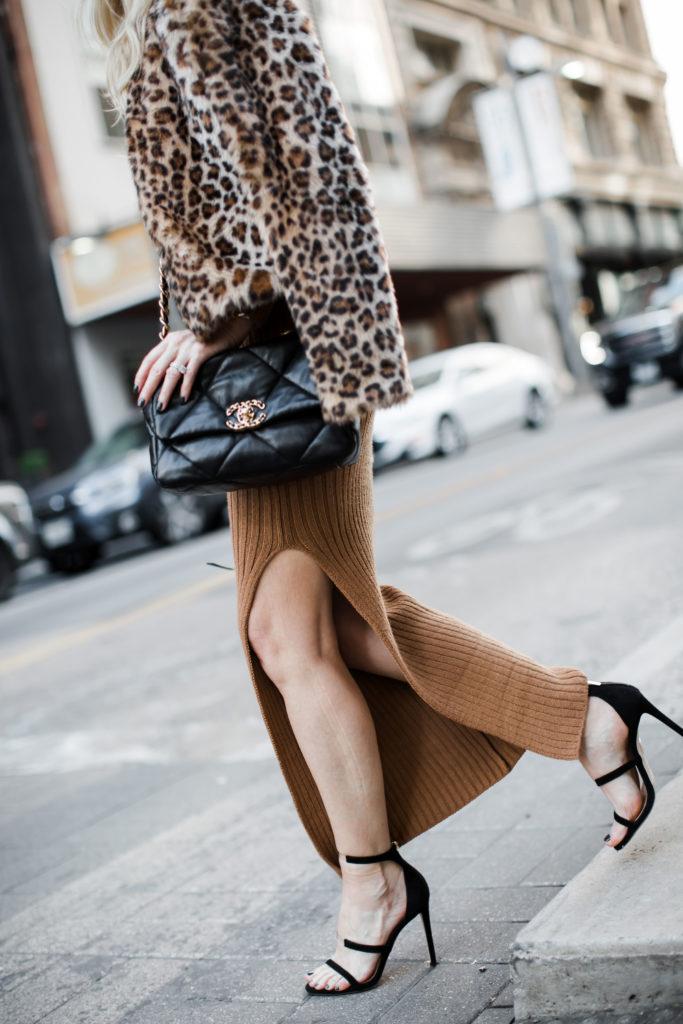 Dallas blogger carrying the Chanel 19 handbag