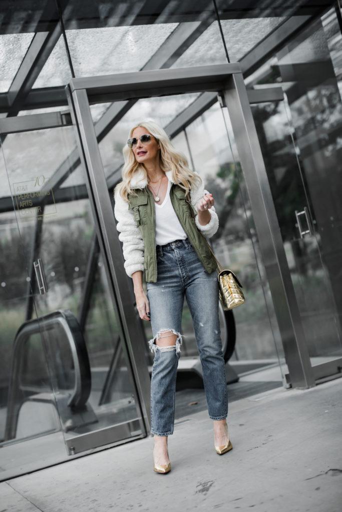 Fashion blogger wearing army green fleece jacket