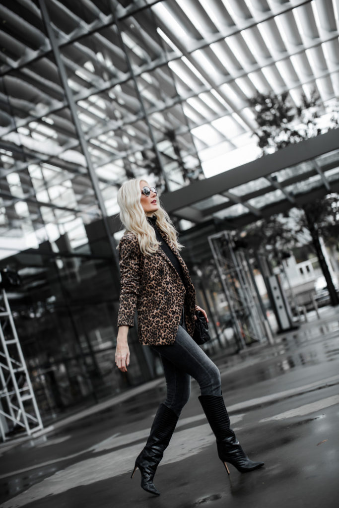 Dallas fashion blogger wearing an under $100 blazer and black skinny jeans