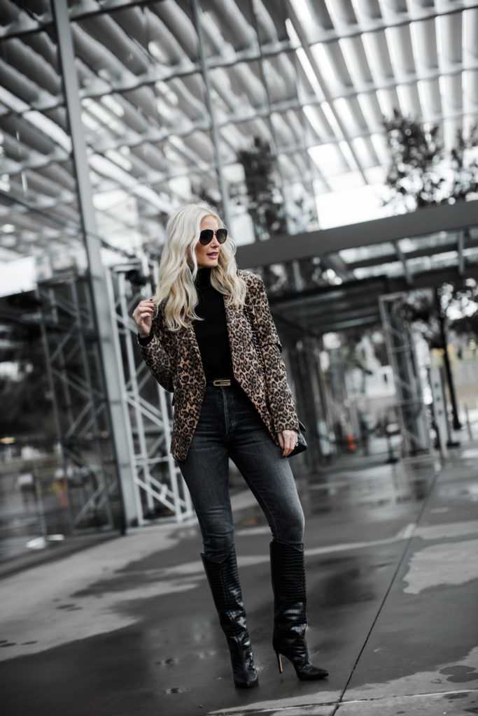 Dallas influencer wearing a blazer and jeans