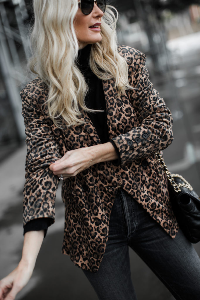 Dallas blogger wearing a leopard blazer