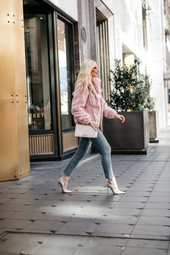 Dallas style blogger wearing a faux fur jacket and heels