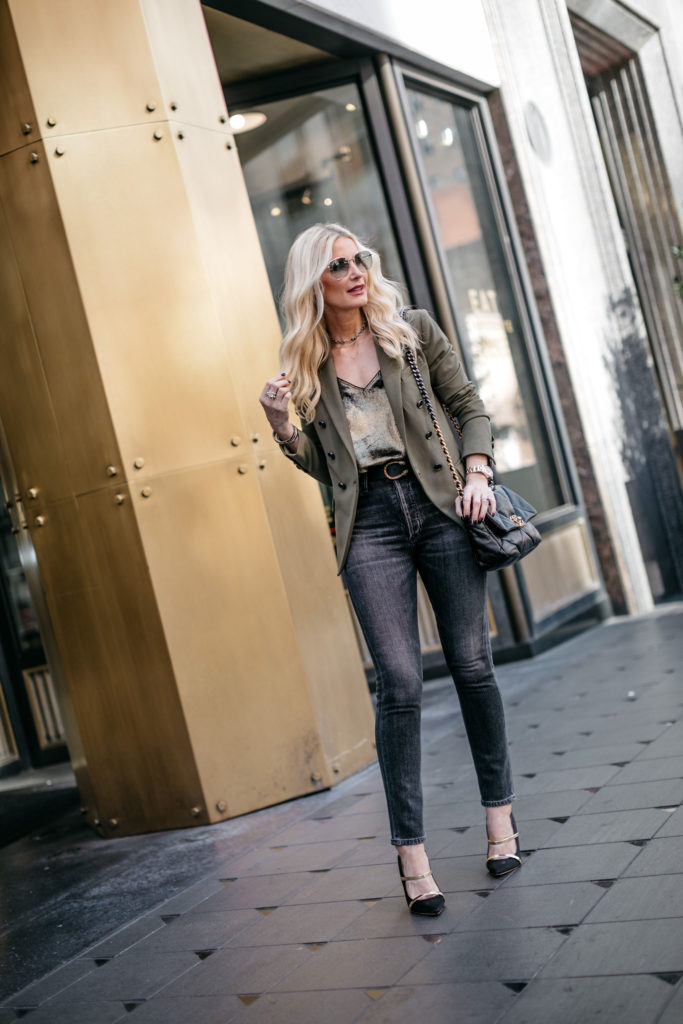 Dallas style blogger wearing black jeans with a black belt