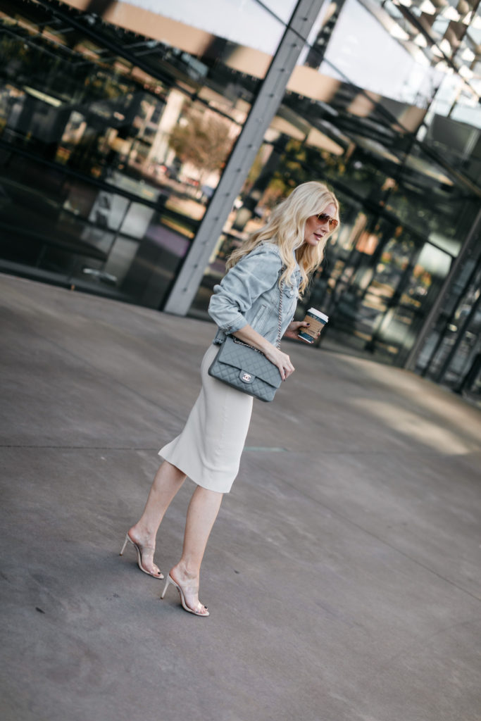 Dallas blogger wearing nude heels and a cross body bag