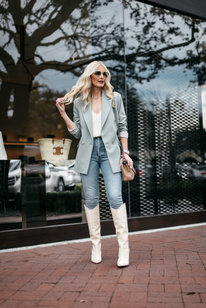 Dallas blogger wearing jeans and an oversized blazer