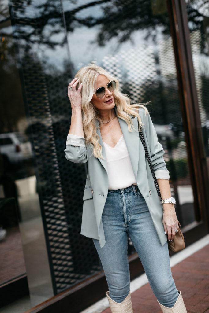 Dallas blogger wearing Gucci sunglasses and a blazer