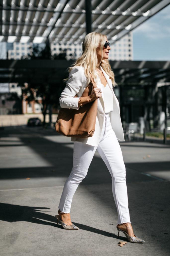 Dallas blogger wearing all white