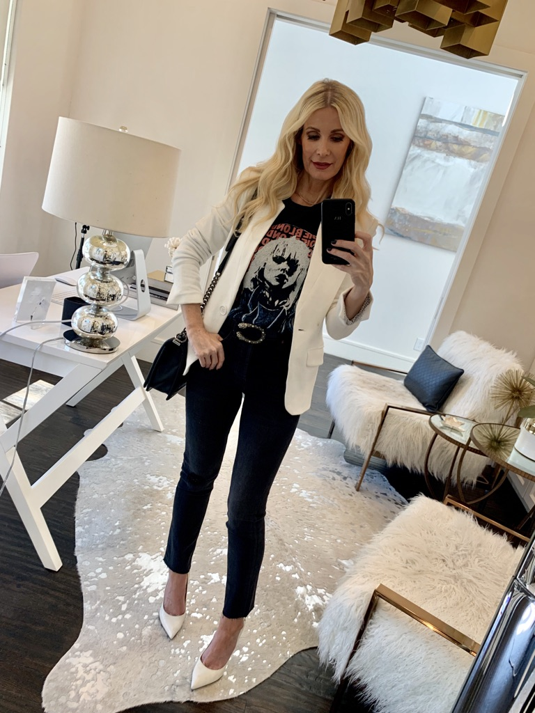 Dallas blogger wearing a graphic tee and a white blazer