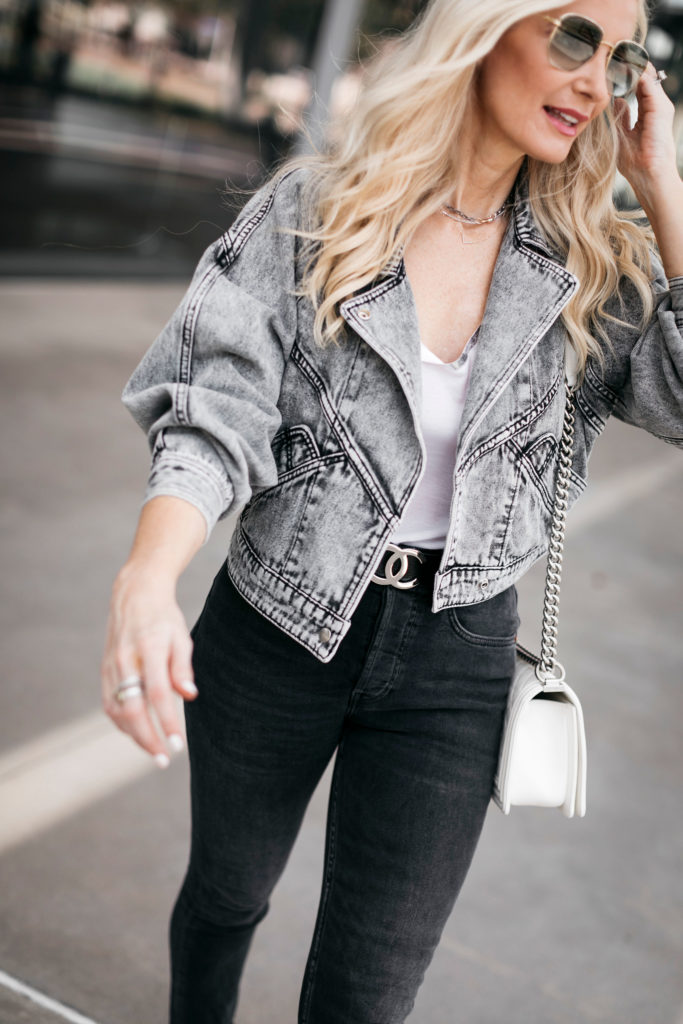 Fashion blogger wearing black jeans and aviators
