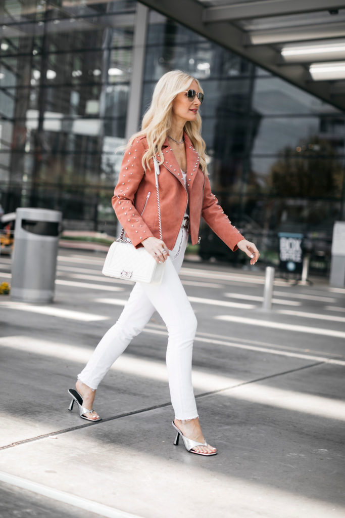Dallas blogger wearing white jeans and silver heels