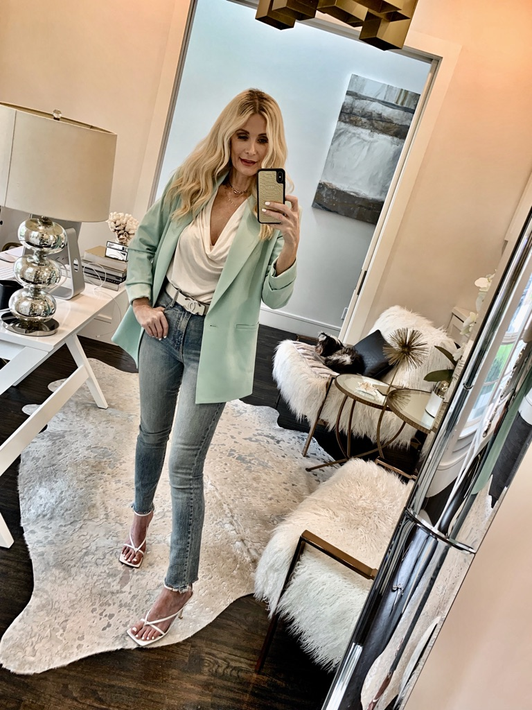 Dallas blogger wearing Mother jeans and an over-sized blazer