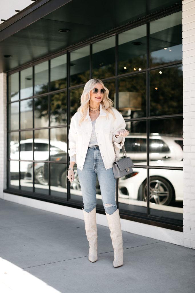 Dallas fashion blogger wearing white and denim