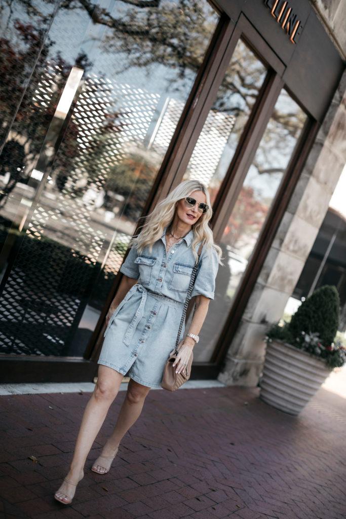 Dallas blogger wearing a summer denim dress that ties at the waist