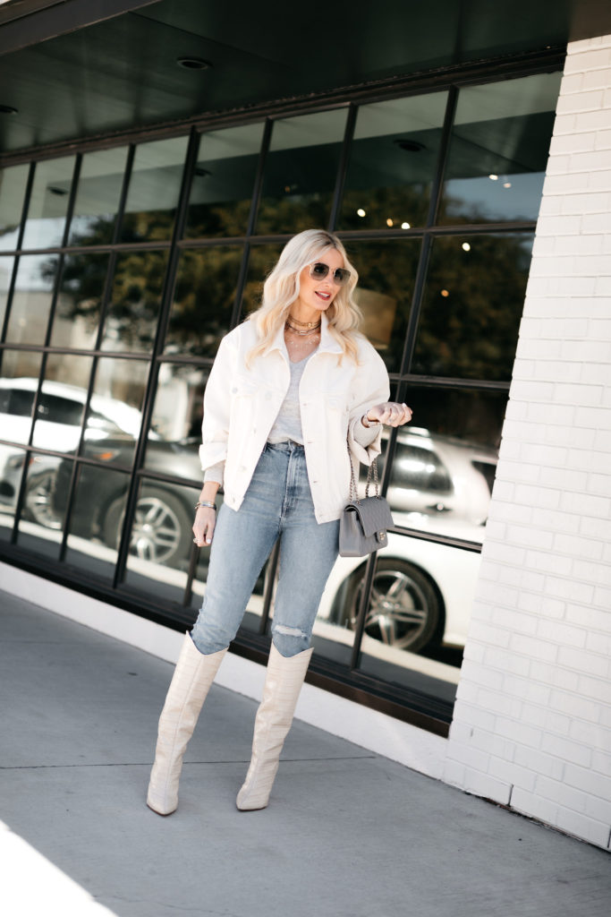 Dallas style blogger wearing a grey v-neck and jeans