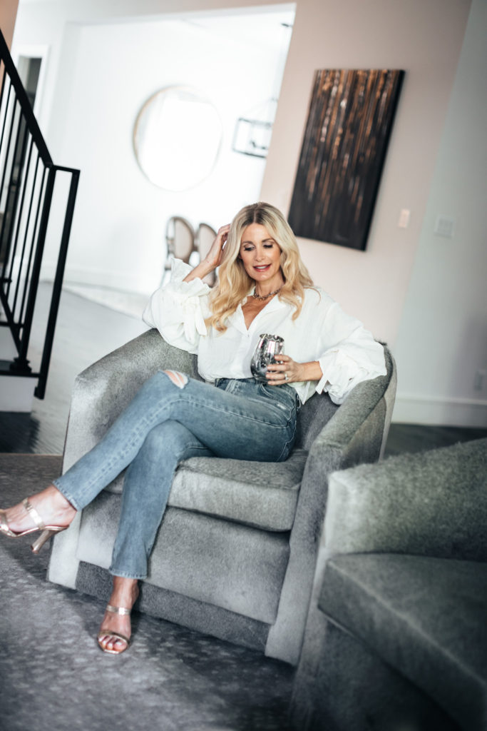 Style blogger wearing gold heels and jeans