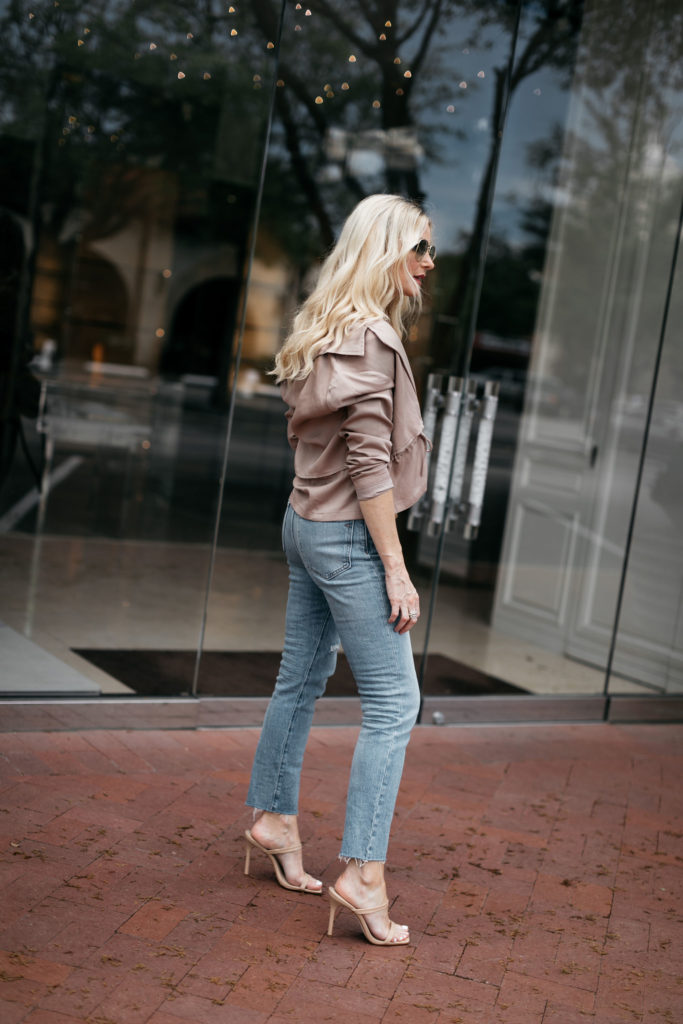 Dallas woman wearing Mom jeans and heels
