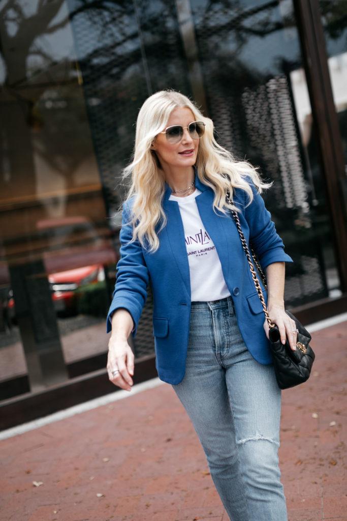 Fashion blogger wearing a blue blazer and denim