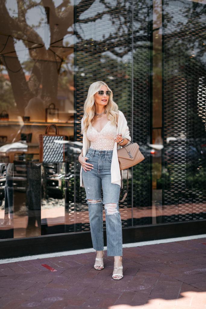 Dallas blogger wearing denim and a neutral handbag