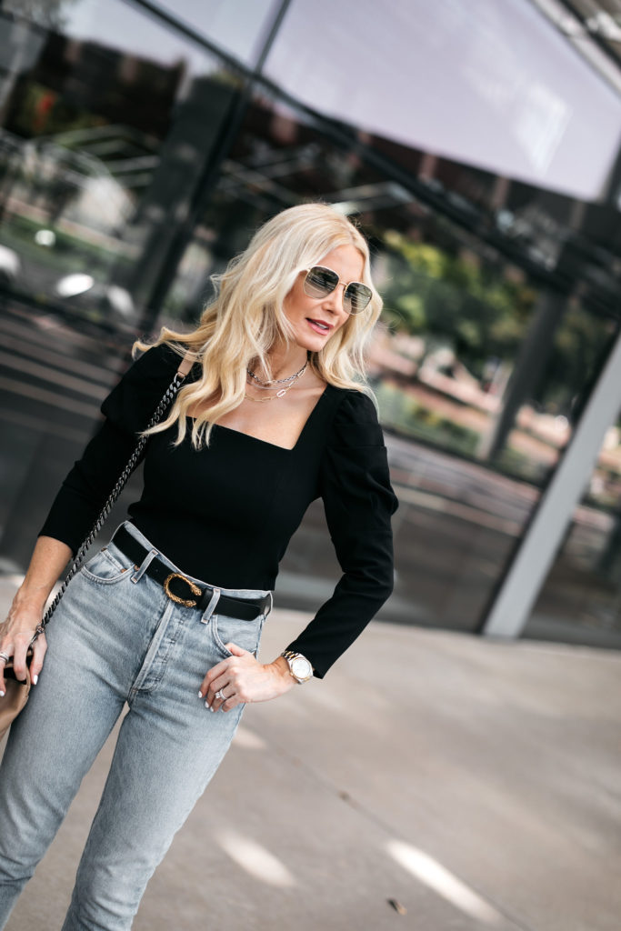Style blogger wearing a puff sleeve top and jeans