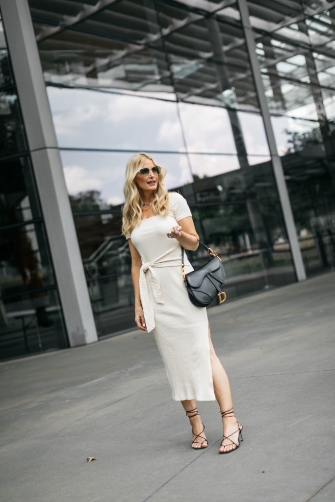 Dallas blogger wearing a midi dress