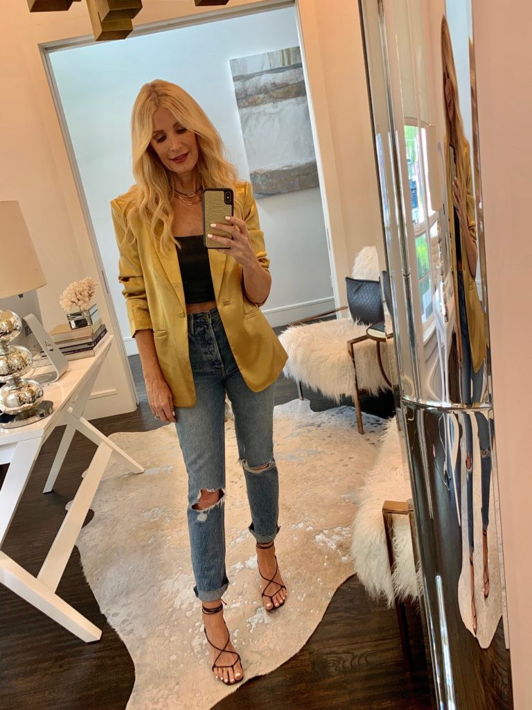 Dallas blogger wearing a marigold blazer and ripped jeans