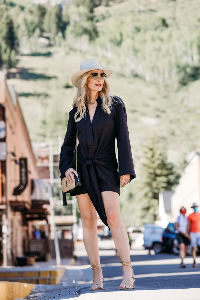 Style blogger in Colorado wearing little black dress and woven summer handbag