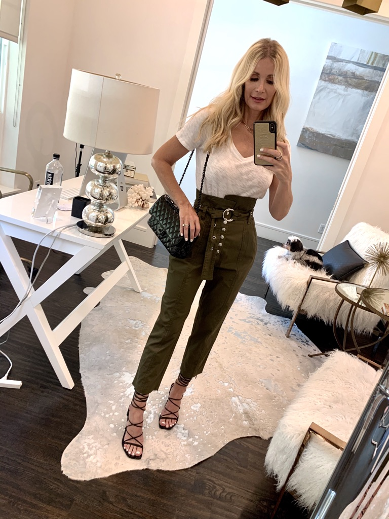 Dallas blogger wearing olive green pants and black lace up sandals